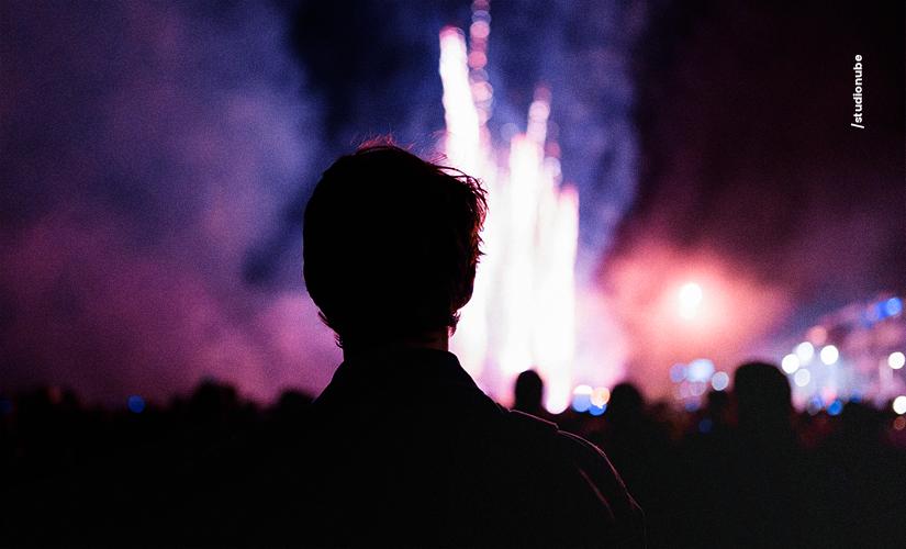 Fogos de artifício podem causar danos irreparáveis para a audição.